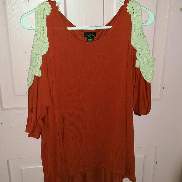 1eb27118c43a53 Rue 21 orange cold shoulder crochet detail top. M 5c3bdeda5c44523f22287358